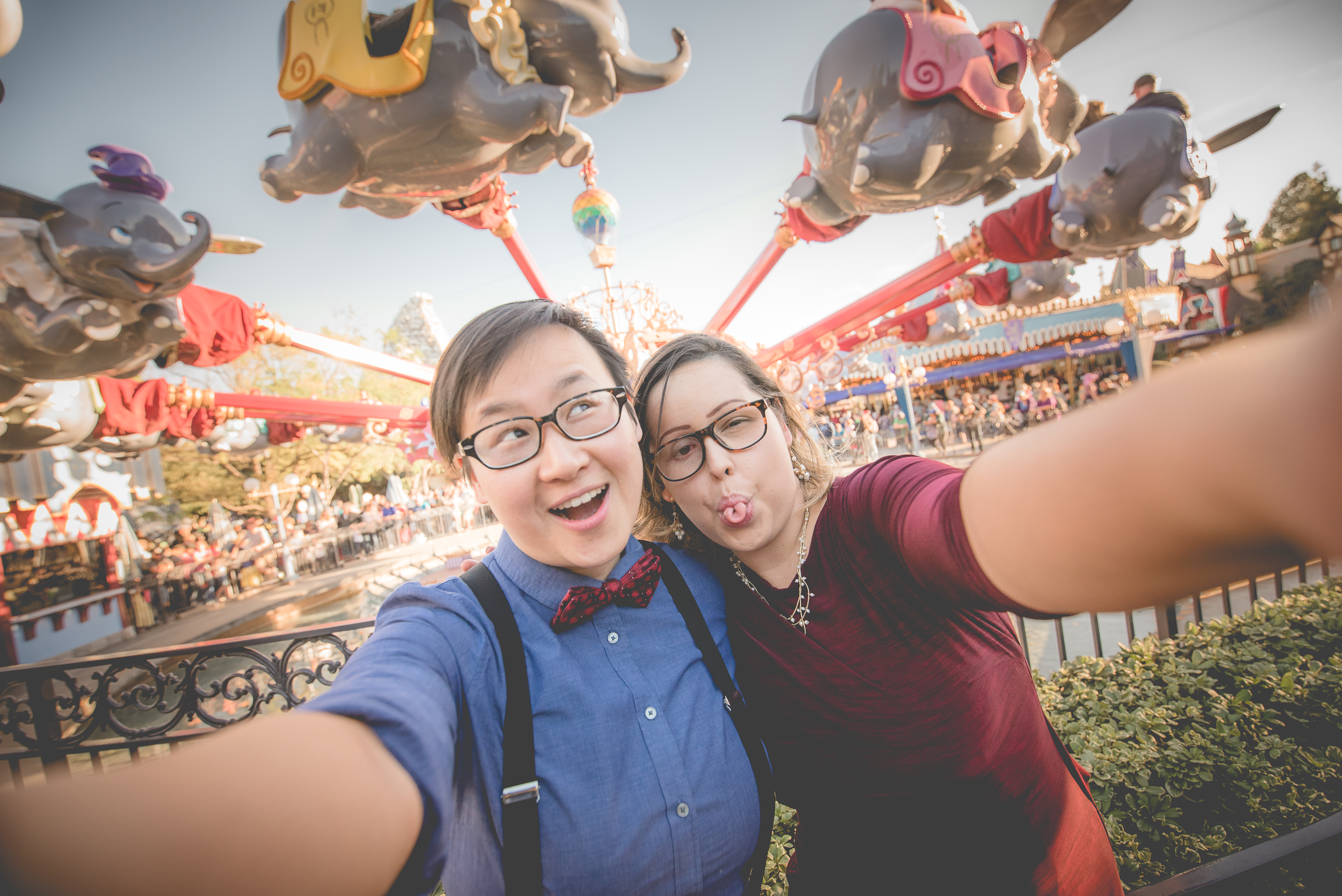 Couple taking a selfie in front of the Dumbo ride