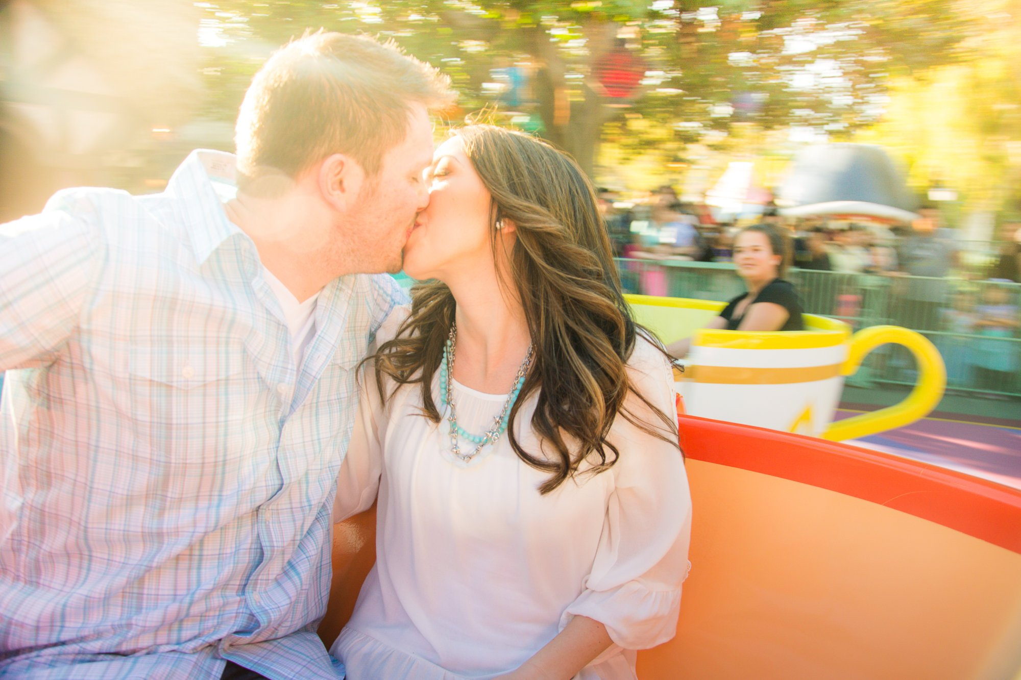 Mehlberg couple kissing on Teacup ride